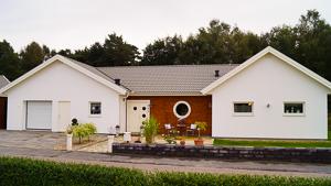 Putsat hus med garage